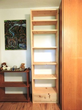 Regal mit Su Arve